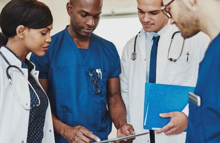 6 PROS AND CONS OF WHAT TO EXPECT IN THE MEDICAL FIELD