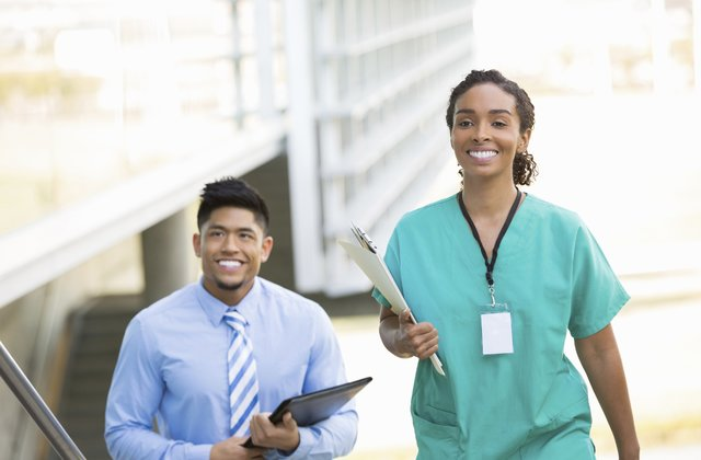 The Pro's and Con's of Getting into a Nursing School