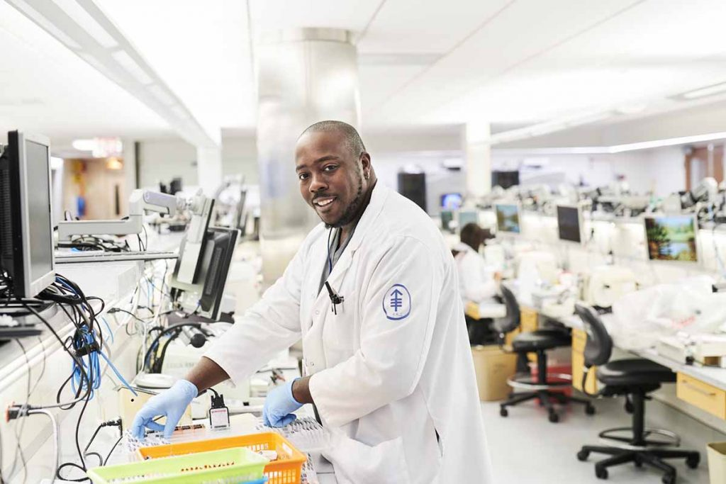 8 Ways to Become a Pathologists in the U.S