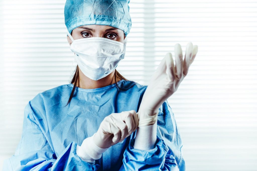 Advantages and Disadvantages of Being a Surgeon