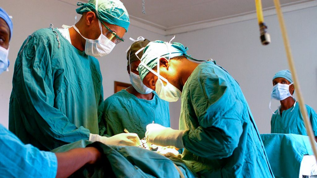 3 Reasons why you Should Become a Surgeon